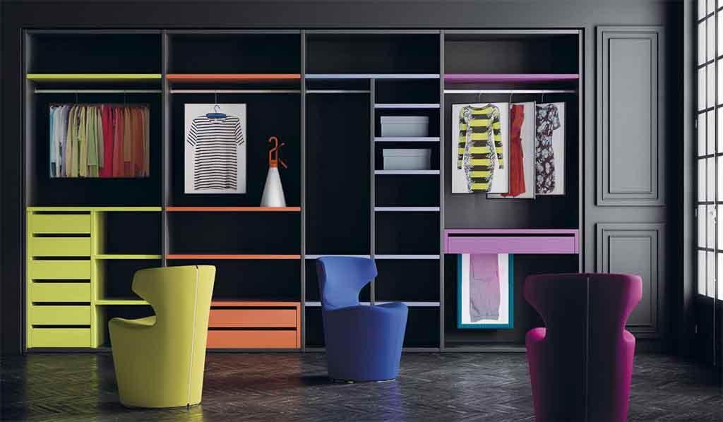 Interior de armario combinado en colores