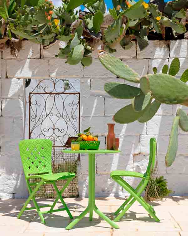 Mesa y sillas Nardi