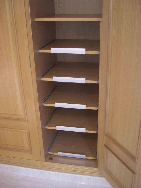 Tus armarios roperos son un caos soluciones para - Cestas extraibles para armarios ...