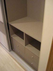 Cajones y huecos estantes