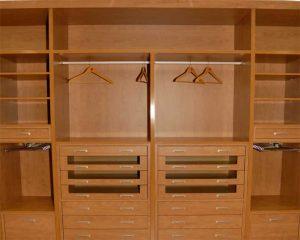 Interior armario con cajoneras combinadas