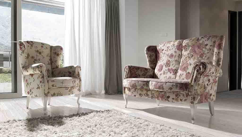 Sillón tapizado floreado