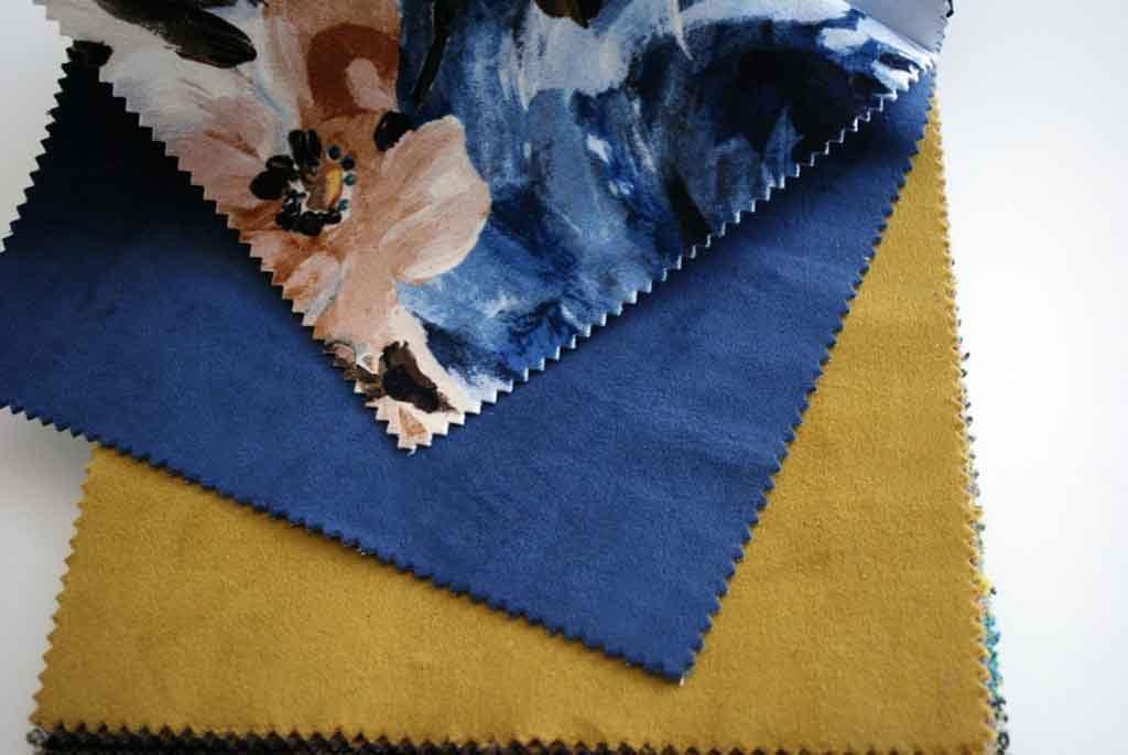Estampado azul klein y mostaza