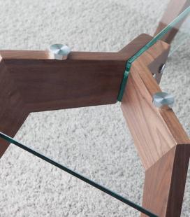 Mesa comedor con patas madera chapada Nogal